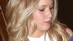 Horgolt semmikében musicalezett Jennifer Lawrence