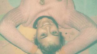 Szombati móka: bizarr és félmeztelen fotók Miley Cyrusról