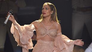 Jennifer Lopez fura medúzának öltözött