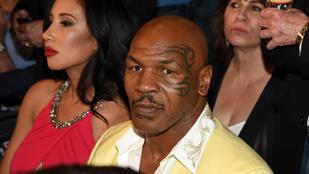 Mike Tyson finom könyöközéssel tette helyre a nyomulós rajongót