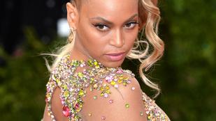 Beyoncé nagyon durván néz ki ebben az átlátszó ruhában