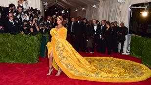 Rihanna rántottára, vagy pizzára hasonlított inkább?