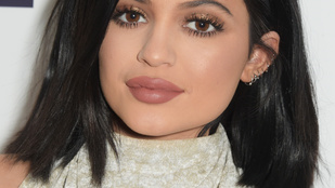 Kapaszkodjon meg: Kylie Jenner kamuzott a szájával kapcsolatban