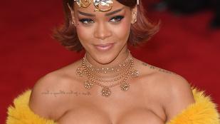 Rihanna valami rózsaszínt villantott, ami lehet egy bugyi is