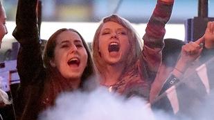 Taylor Swift nagyon élvezi a pasija buliját