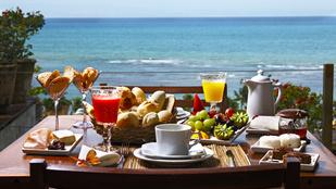 Majd' háromezren fognak pénteken a Lánchídnál reggelizni