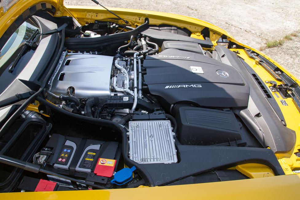 A négyliteres, biturbó V8 bőven rejt tartalékokat. A GT és GTS változatok után várható még egy Black Series és egy GT3-versenyautó-alap. A hatalmas műanyag burkolat...