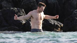 Hugh Jackman lassan igazi szuperhős lesz, most éppen 450 kilóval edz