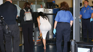Kim Kardashian mezítláb mutatkozott