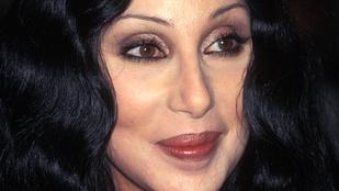 Cher mégsem haldoklik