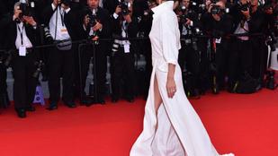 Sophie Marceau bugyit villantott a vörös szőnyegen