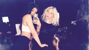 Félpucér nővért rejtett el Kylie Jenner a szelfijén
