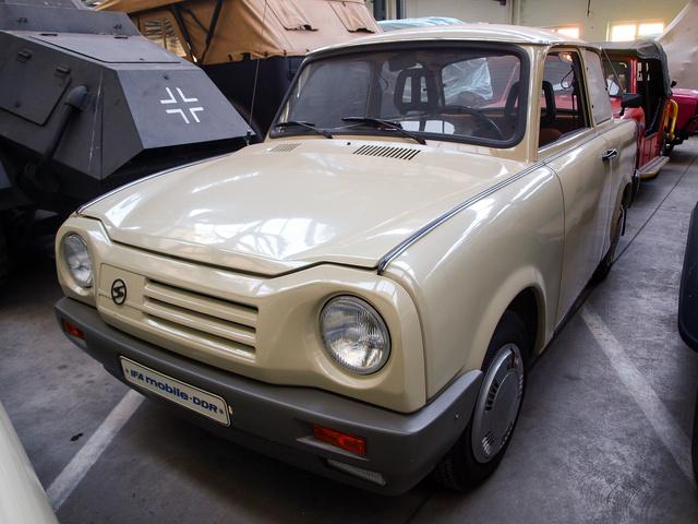 Egy korai, gyártásba szerencsére nem engedett elképzelés a négyütemű Trabantról