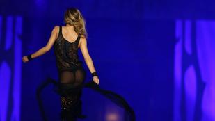 Carmen Electra mellei bálban buliztak múlt éjjel
