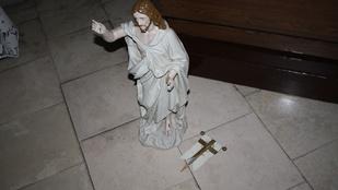 Bedrogozva rongálhatta meg a Jézus szobrot