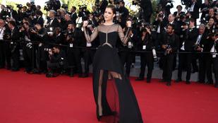 Palvin Barbara feketében cukiskodik és lebeg Cannes-ban