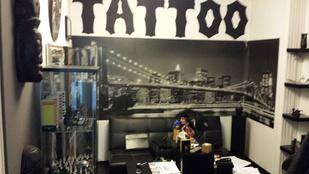 Motoros mintát varratott a NAV-os az illegális tetoválónál