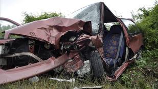 Egy ember meghalt, többen megsérültek balesetben Csobánkánál