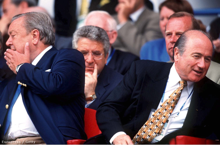 Lennart Johansson az UEFA elnöke és Sepp Blatter a Fifa elnöke 1998-ban