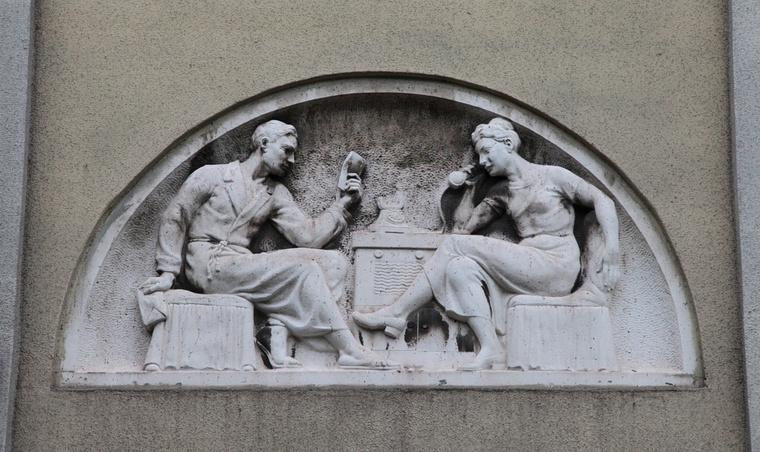 A szocialista Sztálinváros/Dunaújváros hőskorának tárgyi emlékei