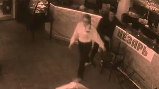 Úgy lepofozta a pincérnő a részeg tahót, hogy öröm nézni
