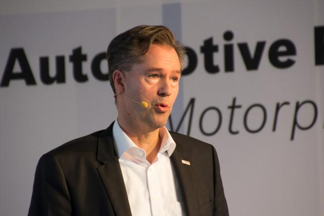 Dr. Markus Heyn köti be az internetet az autóba