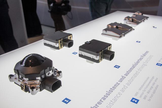 Radarok és kamerák, a vezetéssegítő rendszerek szemei