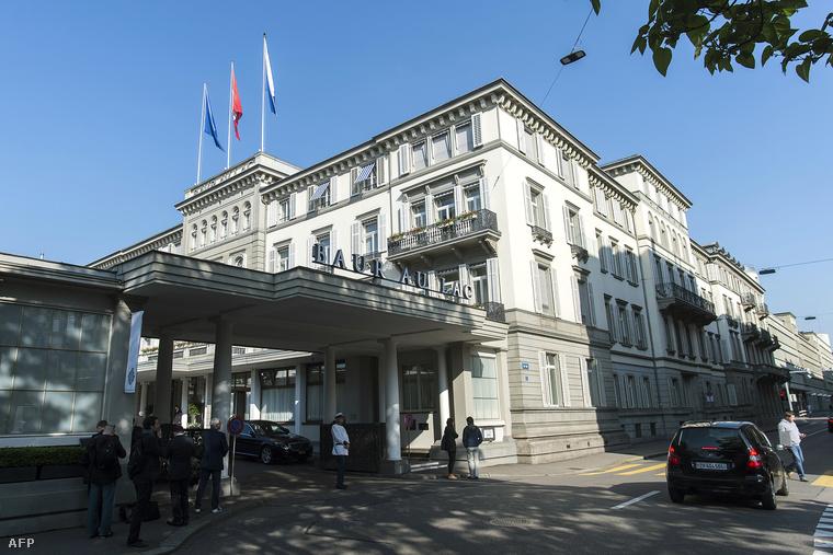 A Baur au Lac szálloda, ahonnan a FIFA tisztviselőit elvezették a svájci rendőrök