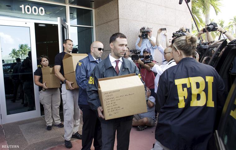 A CONCACAF irodáit kipakoló FBI-ügynökök ma reggel Miamiban