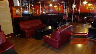 Nézze meg a békéscsabai bárban működő prostitanyát!