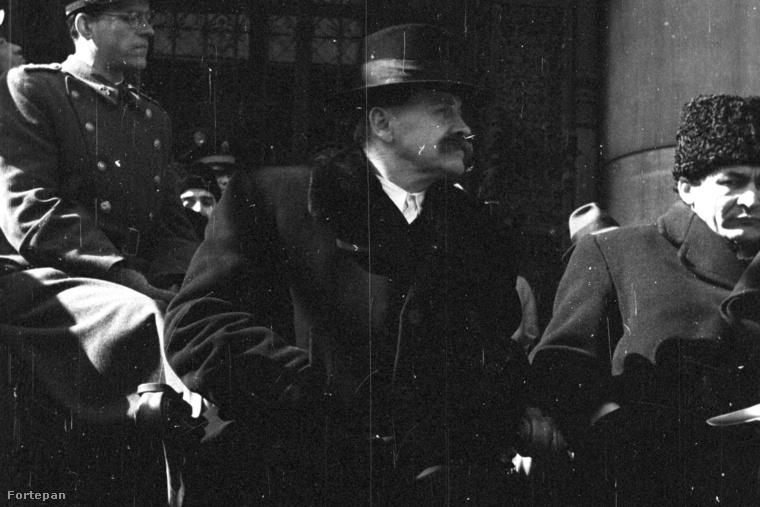 Veres Péter honvédelmi miniszter és Erdei Ferenc földművelésügyi miniszter.