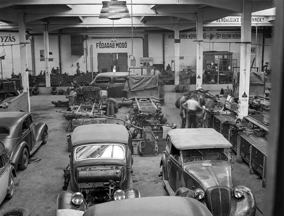 Lissák Tivadar csodálatos fotóiból már több válogatás is született. 1943-ban végigfotózta a Magyar                         Királyi Honvéd gépkocsiszertárat, amelyet Mátyásföldön a Magyar Általános Gépgyár egykori telepén                          rendeztek be.