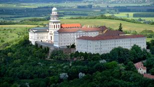 Külföldre ment a meggyanúsított bencés szerzetes