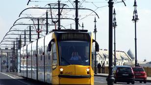 Nekiment egy ember a villamosnak Budapesten