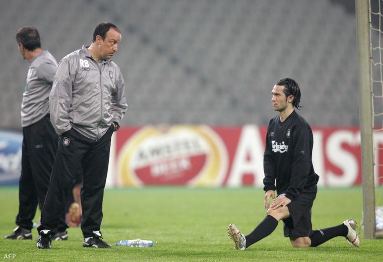 Benítez és Luis García, a Liverpool középpályása 2005-ben