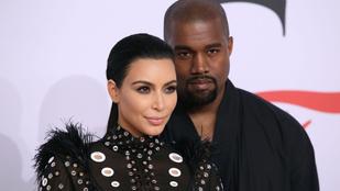 A terhes Kim Kardashian lyukas ruhában mutogatta mindenét