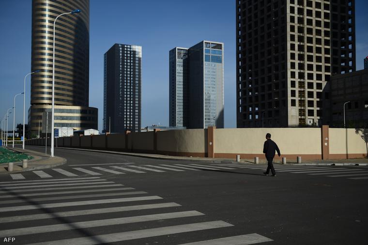 Kihalt utcák és üres épületek a világ legnagyobb üzleti központjában.