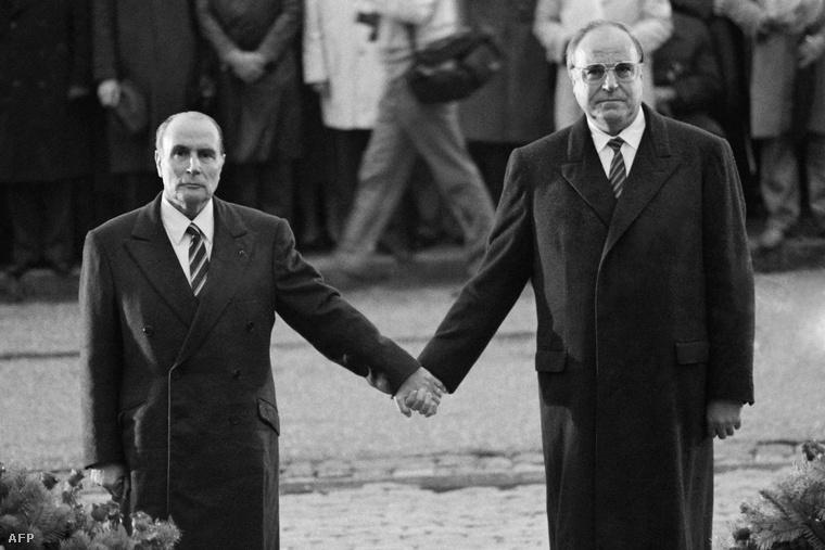 François Mitterrand és Helmut Kohl 1984-ben Verdunnél