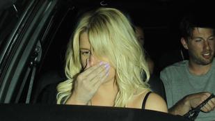 Jessica Simpsont támogatni kellett a buli után
