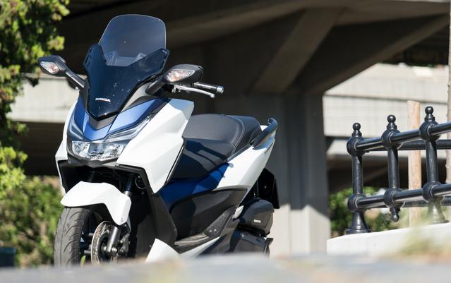 Nagytestű robogó, kisebb motorkával