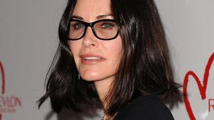 Courteney Cox pornósszemüveget húzott
