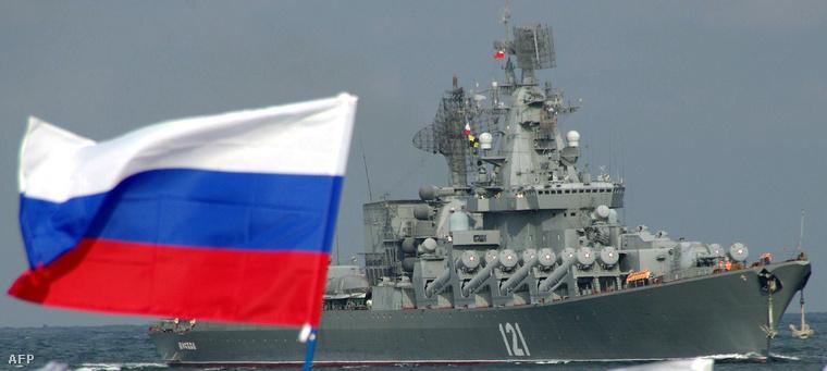 Képünk illusztráció, a Moszkva cirkálót ábrázolja a Fekete-tengeren 2013-ban