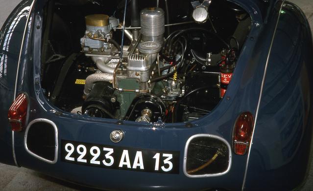 Egy Rédélé által módosított 4CV egy francia múzeumban