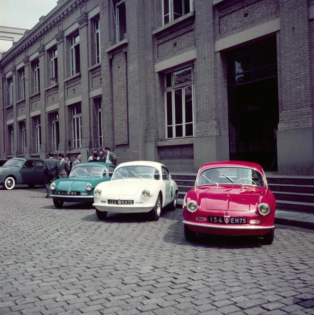 Ezt a három autót vitte el Rédélé a Renault-hoz. Figyeld a trikolórt!