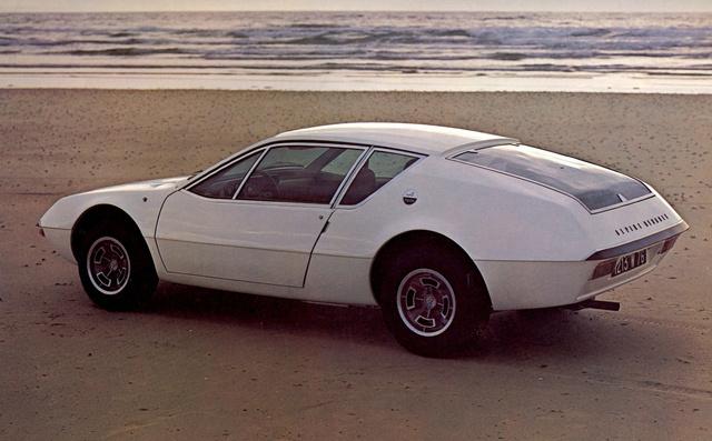 Az autó, ami még fehérben is szuperufónak néz ki