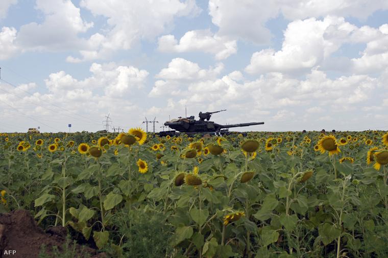 Ukrán tank Marjinkánál 2014 őszén