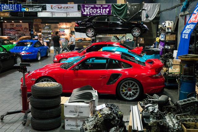 Hét Porsche, egy Mercedes és egy BMW
