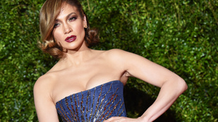 Jennifer Lopez fullasztó dekoltázzsal feszengett