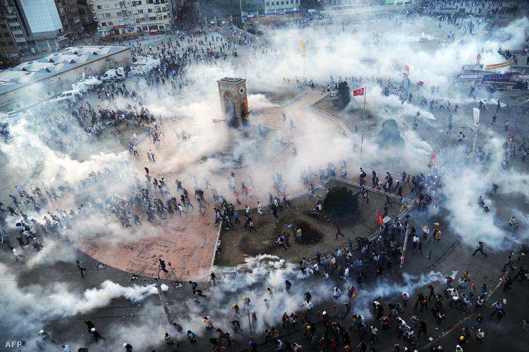 Taksim tér 2013 - homokszem a gépezetben
