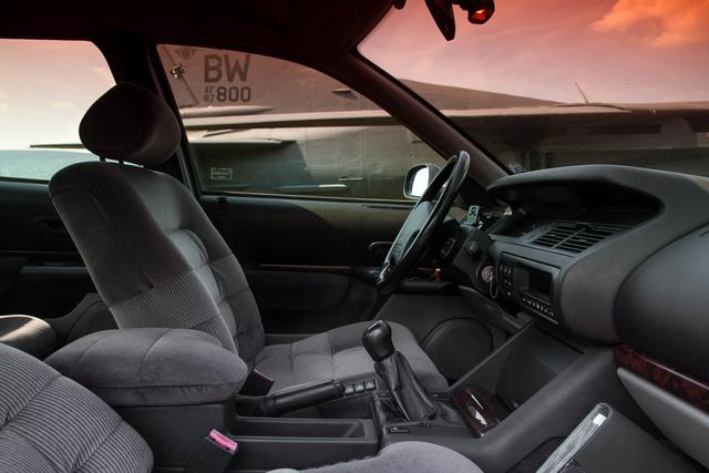 A Renault 25 utódjaként kényelmesnek kellett lennie